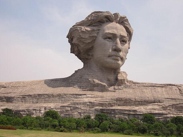 640px-Mao_Zedong_youth_art_sculpture_8