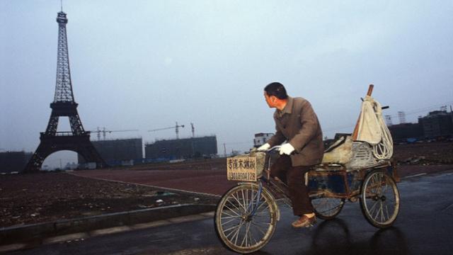 Wschodni Pekin i francuskie osiedle z własną Wieżą Eiffla.