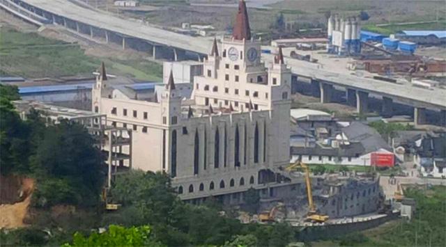 Wyburzanie kościoła w Wenzhow w Prowincji Zhejiang.