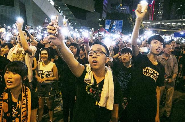 hong-kong-protest-phones-2014-billboard-650