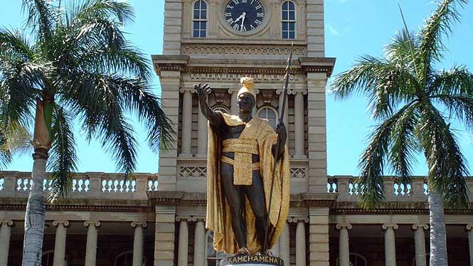 Pomnik Kamehameha I, który zjednoczył Wyspy Hawajskie w 1810 roku.