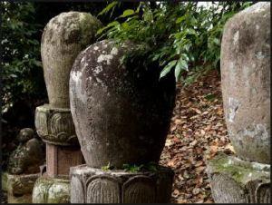 20090802-Ray Kinnane 37883719_Buddhistgravemarker