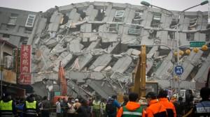160206152110-01-taiwan-quake-0206-super-169