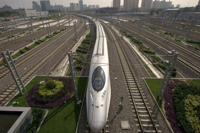 A CRH (China Railway High-speed) Harmony bullet train pulls into Beijing South Railway Station, July 25, 2011. A deadly train crash in China over the weekend has raised concerns about the safety of the country's fast-growing rail network and threatens to undermine its plans to export high-speed train technology. REUTERS/Jason Lee (CHINA - Tags: BUSINESS TRANSPORT)