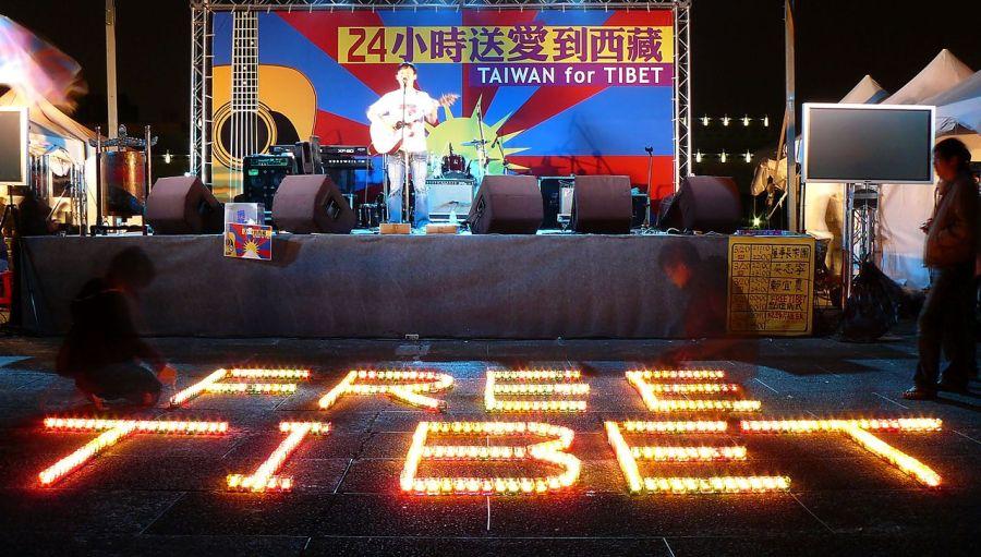 1280px-free_tibet_rally_chiang_kai_shek_memorial_square_taipei_taiwan_2364610320
